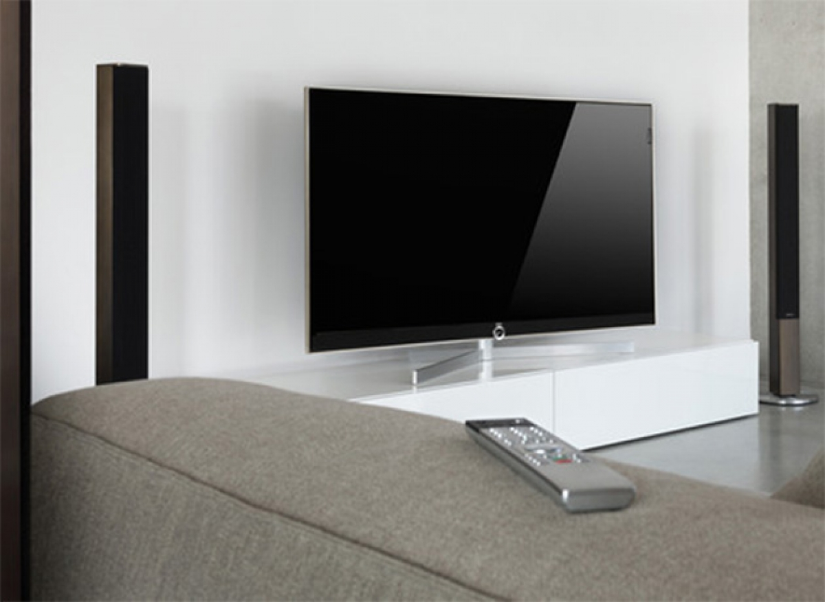 loewe reference edge led blacklight ultra hd smart tv. Black Bedroom Furniture Sets. Home Design Ideas